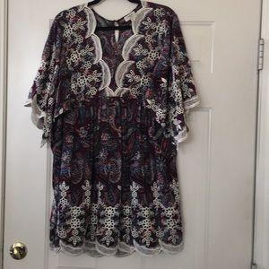 Adorable paisley print blouse.